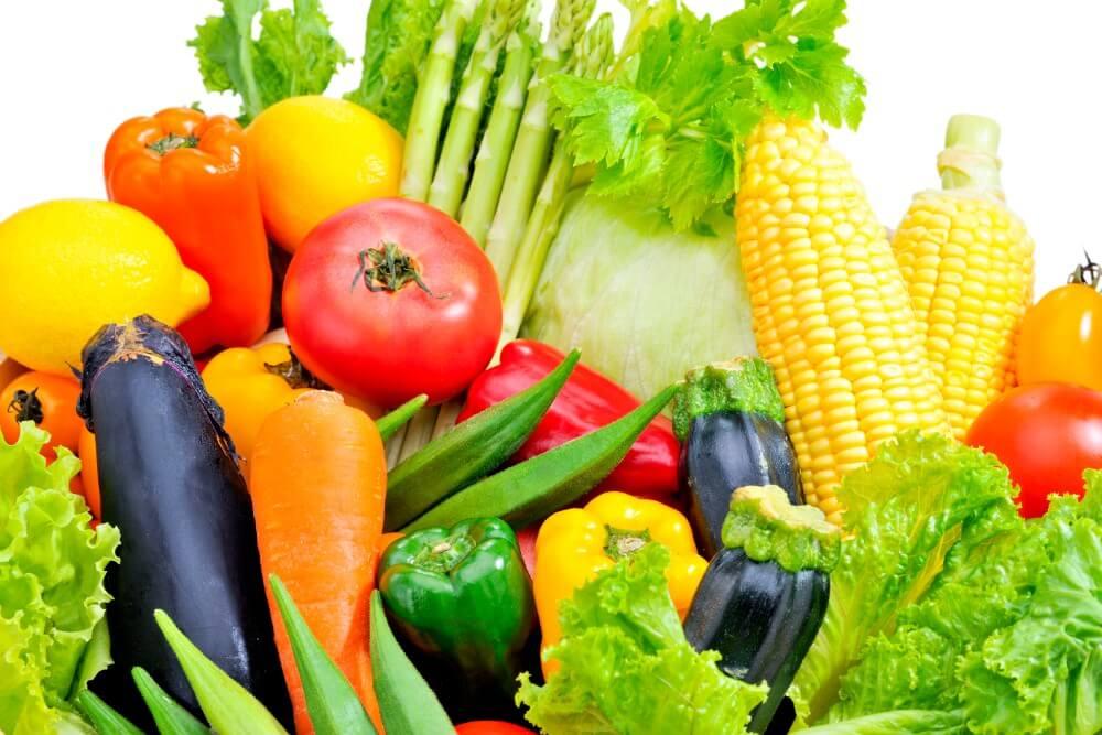 ビタミンCはメラニンの生成を抑制すると同時に排出をサポートする働きや、コラーゲンを作るのを助けながら減らさないように維持する働きがあります。